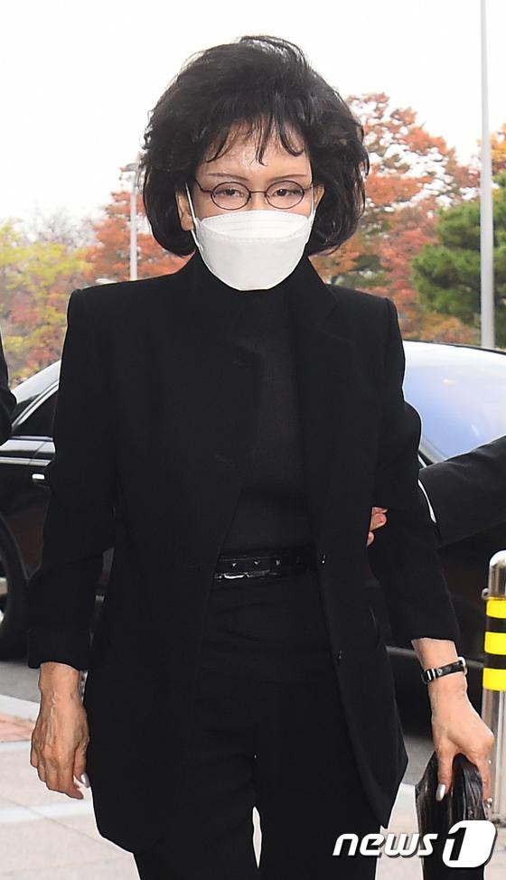 Lễ tang đưa tiễn chủ tịch Samsung về nơi an nghỉ cuối cùng: Gia quyến thất thần, chồng cũ cựu Á hậu Hàn Quốc cũng có mặt - Ảnh 9.