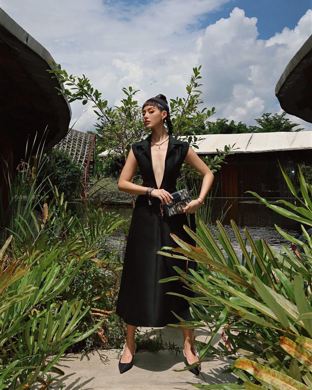 Váy Dior bị Suzy khâu tiệt để hở vừa vừa, Khánh Linh chơi lớn diện luôn bản gốc xẻ ngực sâu hoắm - Ảnh 2.
