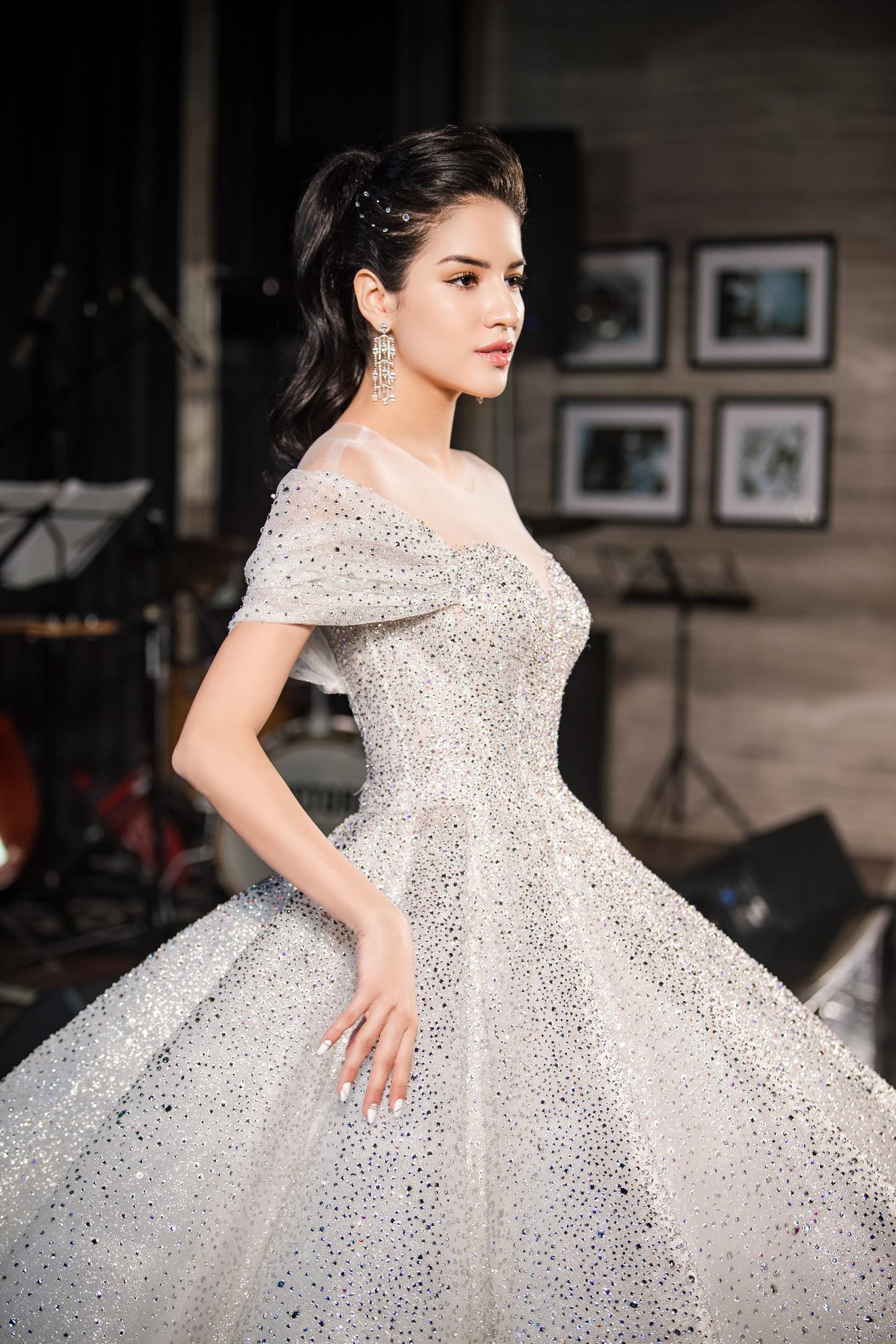 Lecia Bridal ra mắt dòng váy Luxury đính hàng trăm ngàn viên pha lê Swarovski - Ảnh 3.