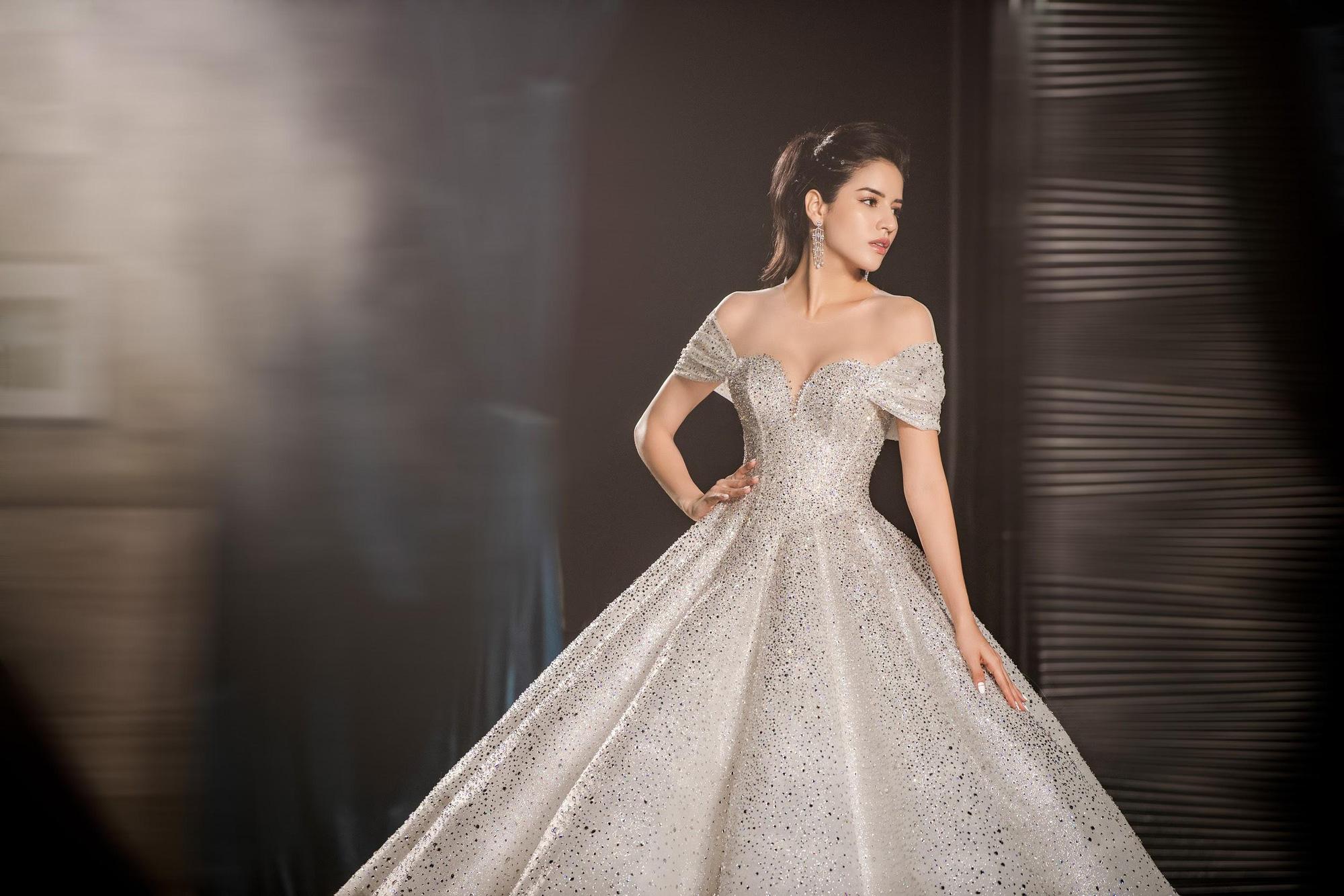 Lecia Bridal ra mắt dòng váy Luxury đính hàng trăm ngàn viên pha lê Swarovski - Ảnh 5.