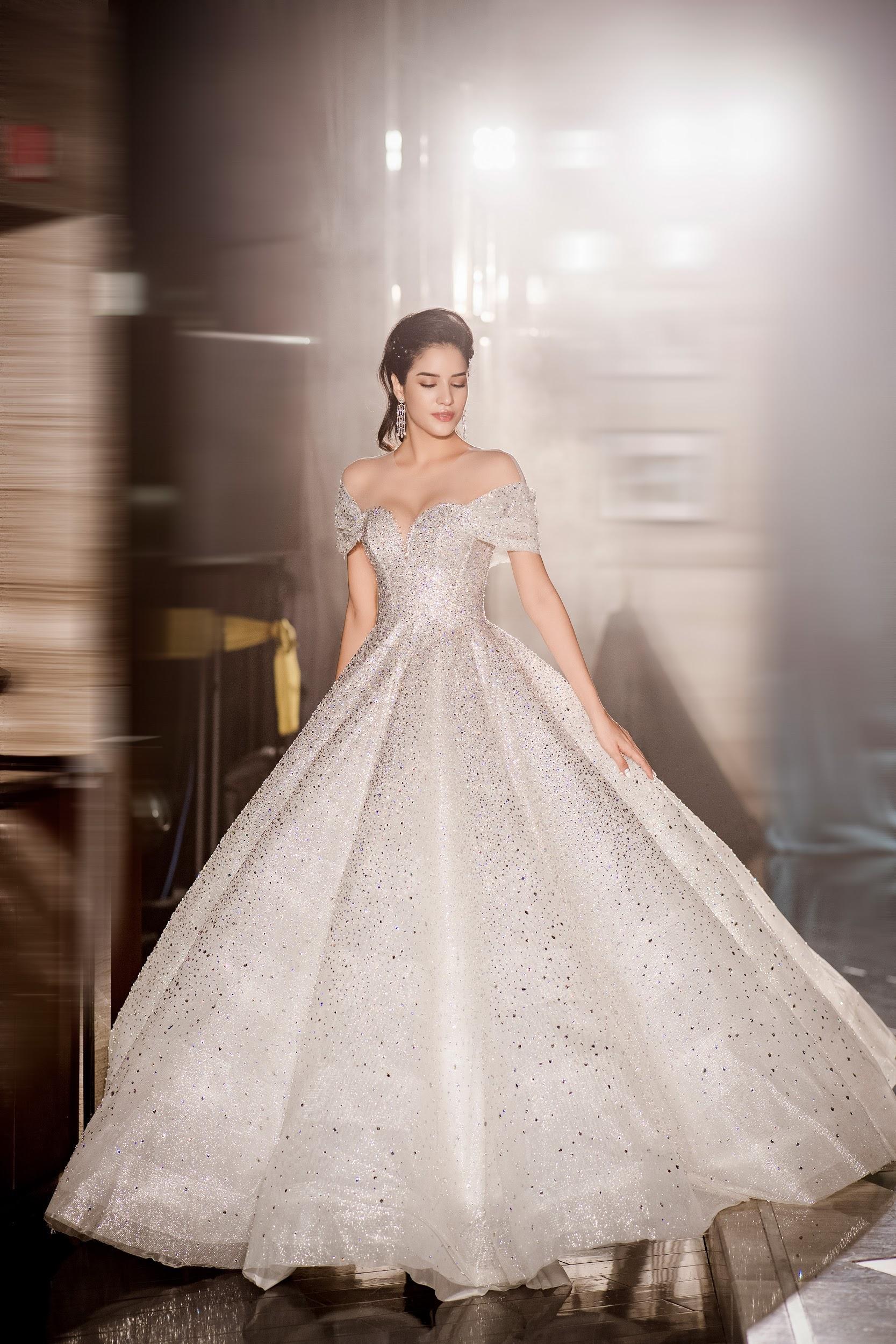 Lecia Bridal ra mắt dòng váy Luxury đính hàng trăm ngàn viên pha lê Swarovski - Ảnh 6.