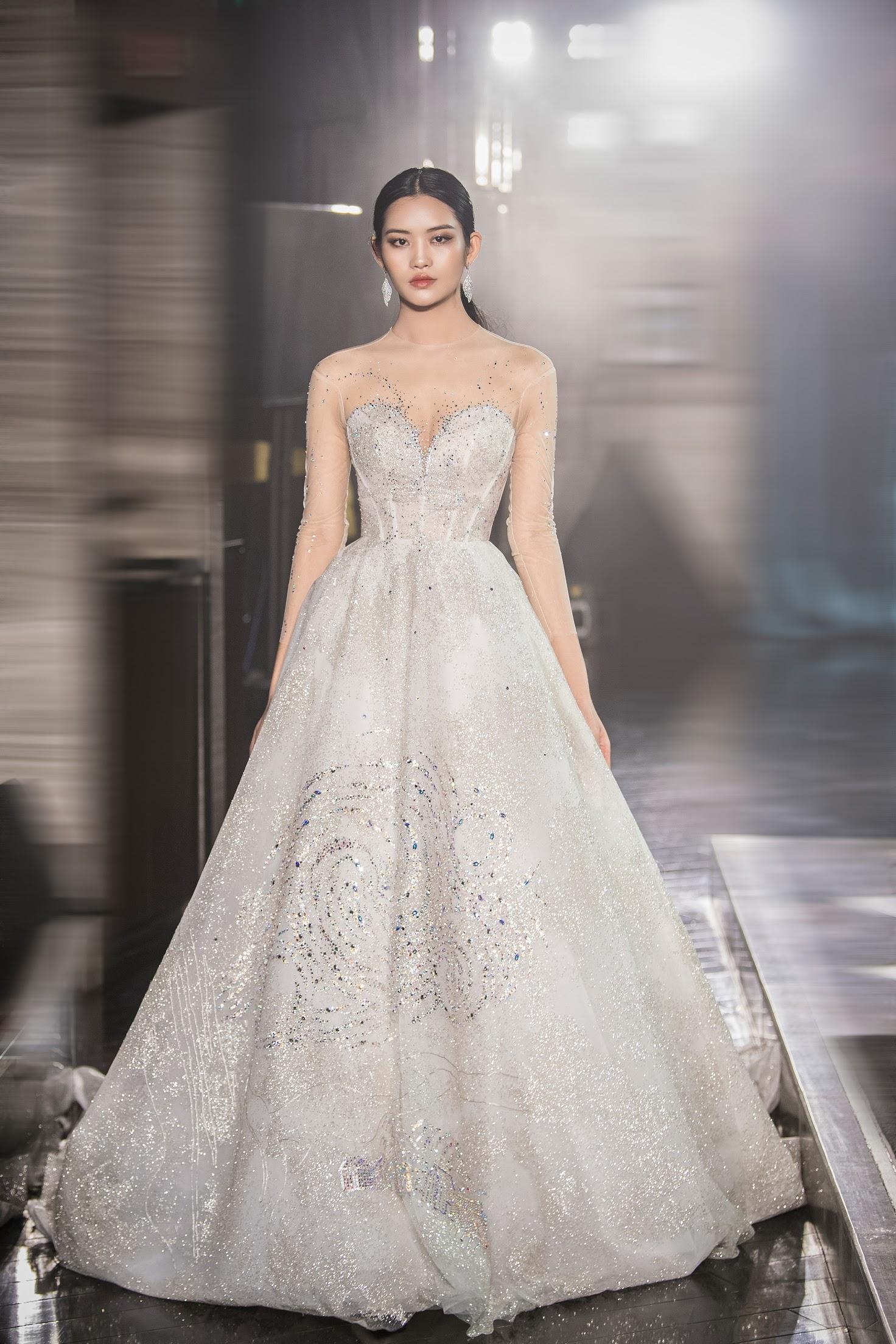 Lecia Bridal ra mắt dòng váy Luxury đính hàng trăm ngàn viên pha lê Swarovski - Ảnh 7.