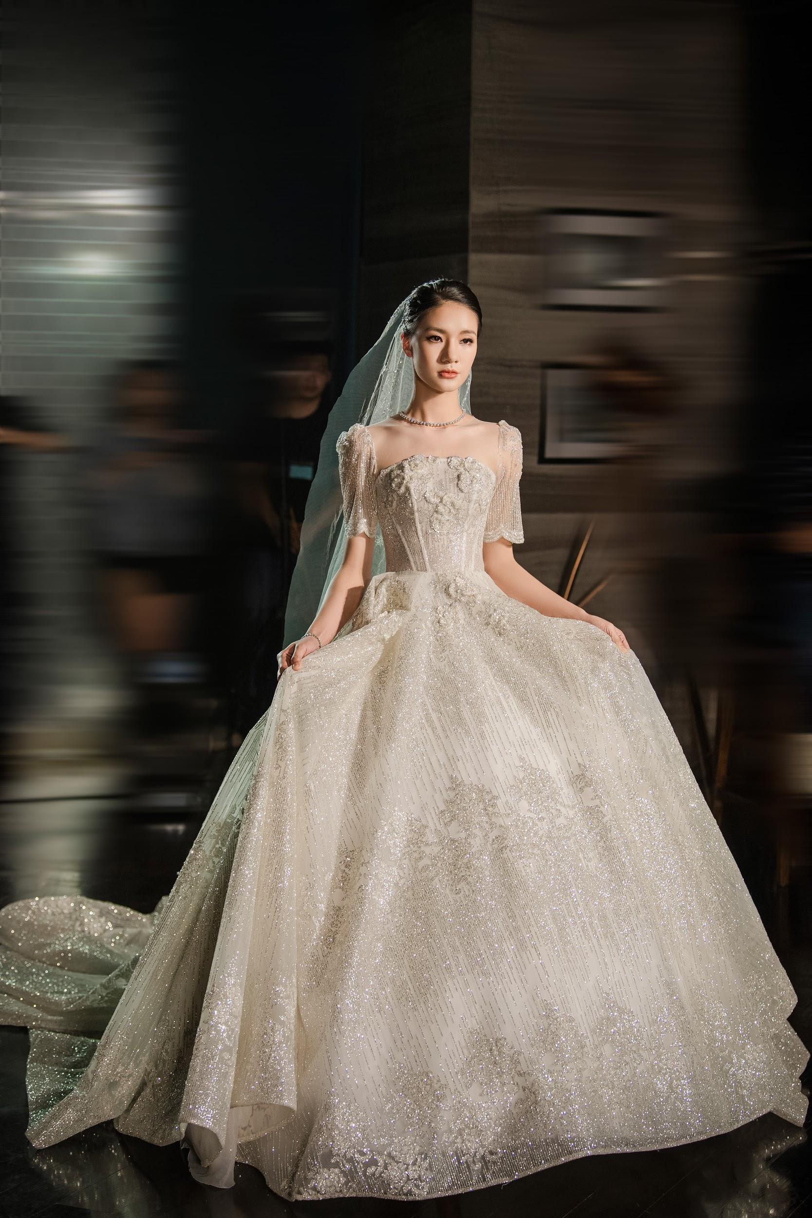 Lecia Bridal ra mắt dòng váy Luxury đính hàng trăm ngàn viên pha lê Swarovski - Ảnh 9.