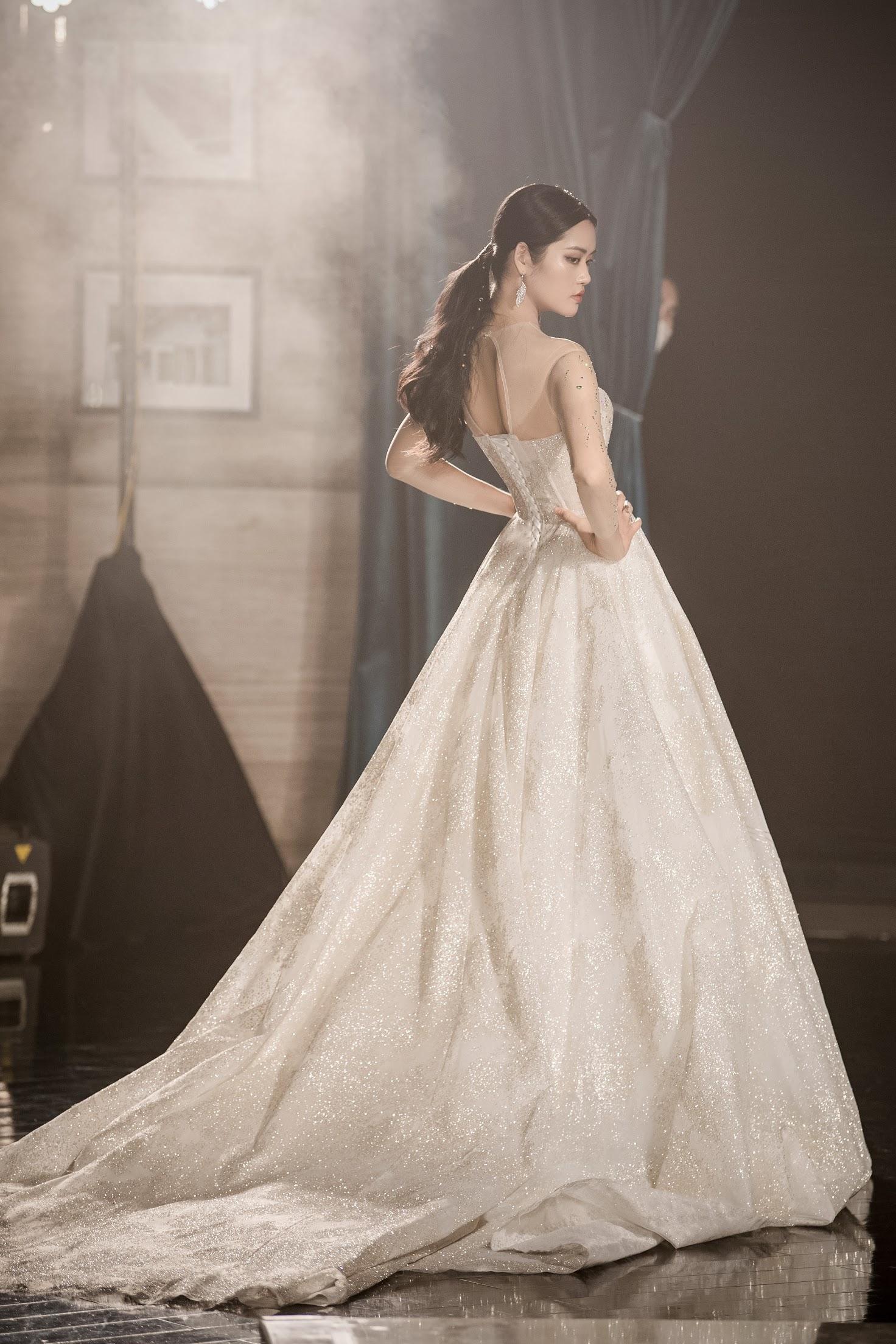 Lecia Bridal ra mắt dòng váy Luxury đính hàng trăm ngàn viên pha lê Swarovski - Ảnh 8.