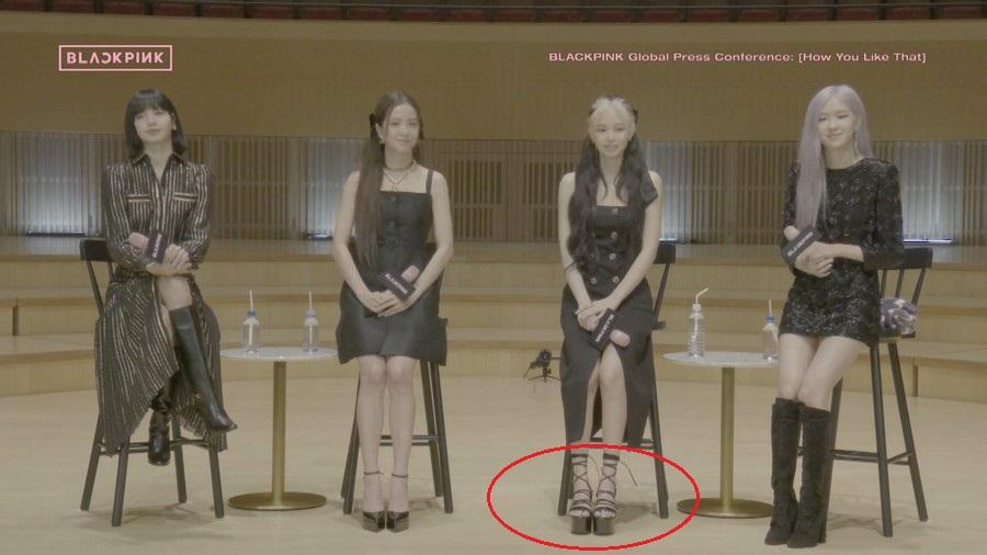 """Cùng diện đầm Chanel 160 triệu: """"Gia Quý phi"""" của Như ý Truyện sang chảnh bậc nhất, Jennie (Black Pink) bất ngờ lép về chỉ vì đôi sandals tòe cả ngón chân - Ảnh 10."""