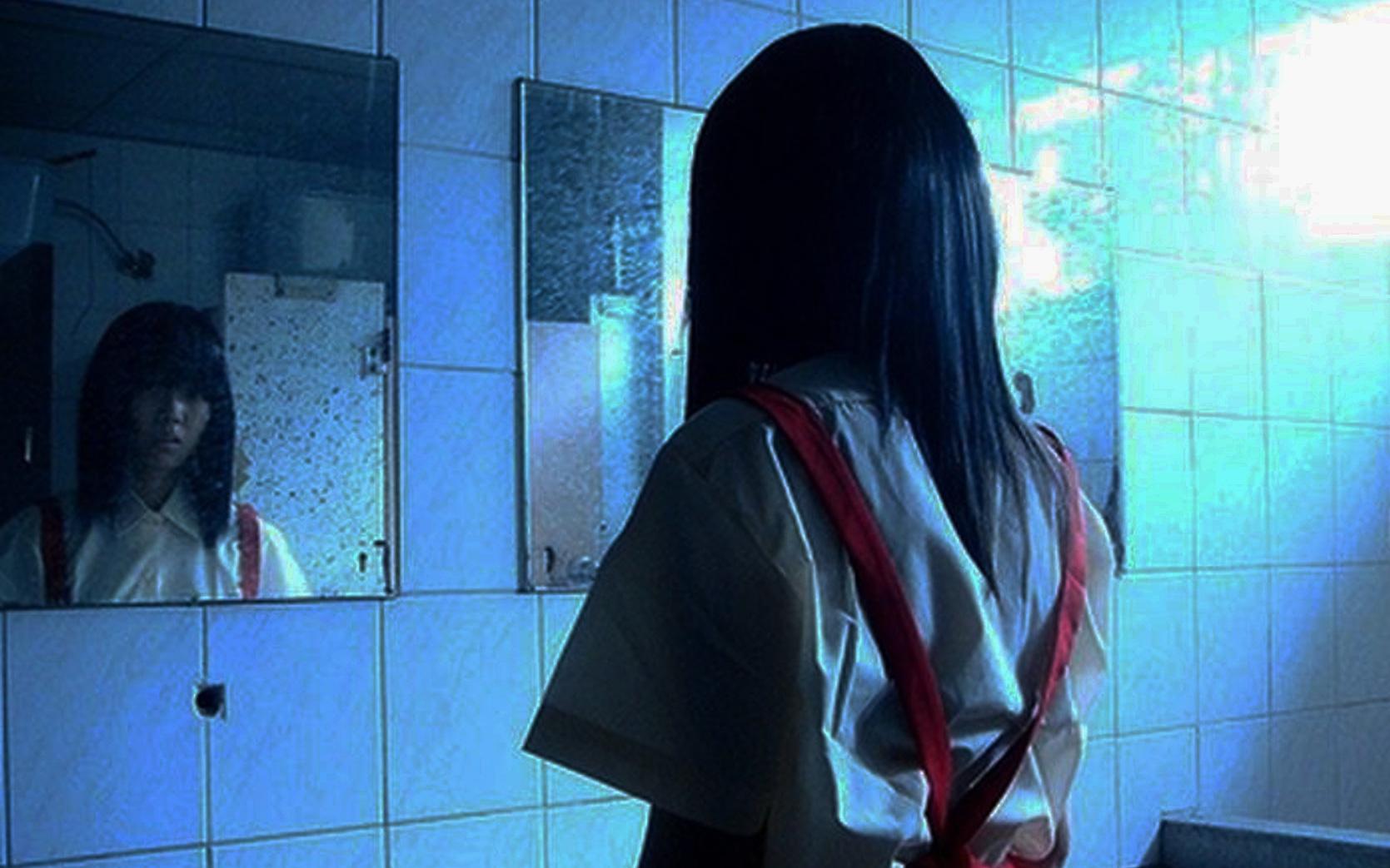 5 câu chuyện học đường ghê rợn tại Nhật Bản: Phím đàn máu, cô gái trong toilet và những cây anh đào lớn lên từ xác chết