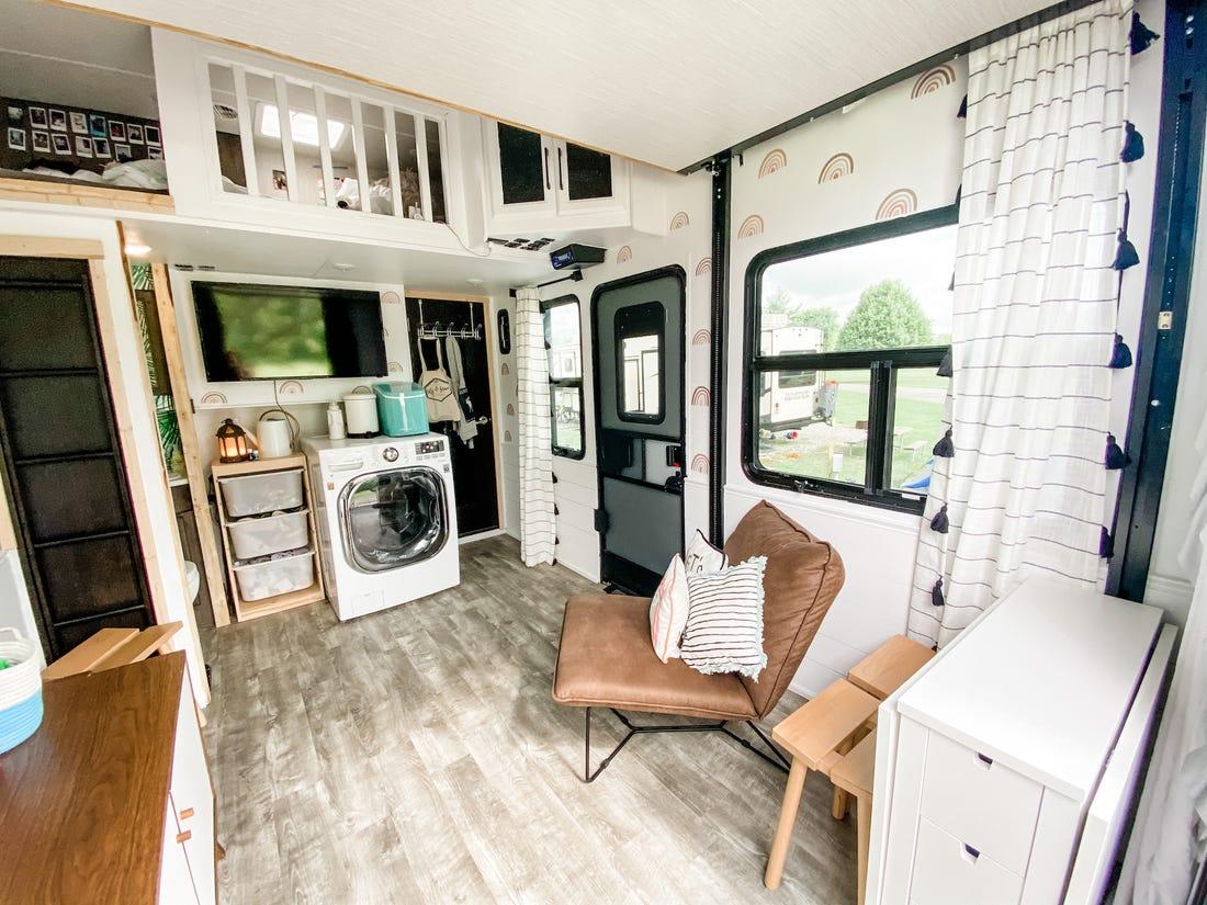 Gia đình bỏ nhà 400m² để sống trên ôtô - Ảnh 3.
