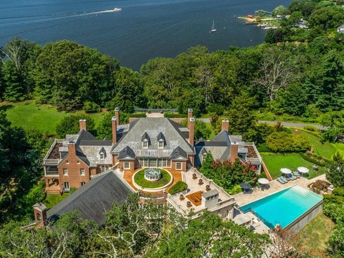 """Căn nhà giữa rừng bị bỏ hoang cả thập kỷ biến thành dinh thự 25 triệu đô nhờ """"bàn tay phù thủy"""" của doanh nhân ngành thủy sản - Ảnh 1."""