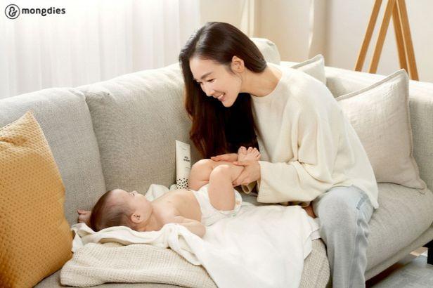 Choi Ji Woo lần đầu tiên lộ diện sau 5 tháng sinh con, thân hình thon gọn đáng kinh ngạc - Ảnh 1.