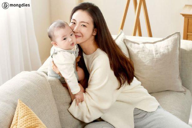 Choi Ji Woo lần đầu tiên lộ diện sau 5 tháng sinh con, thân hình thon gọn đáng kinh ngạc - Ảnh 3.