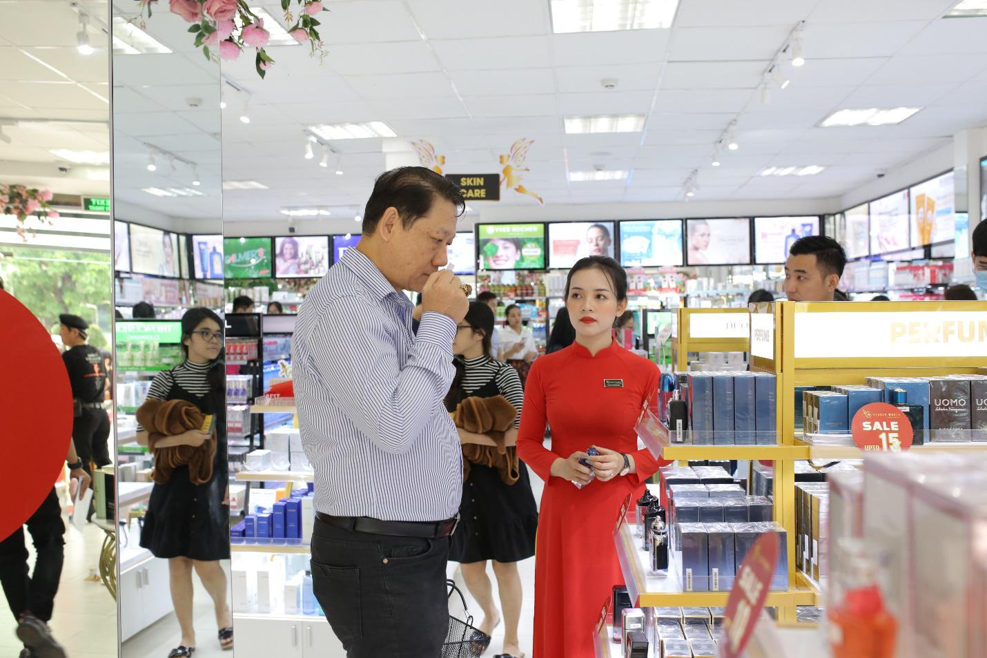 3.000 mỹ phẩm chính hãng giảm 50% giá nhân khai trương siêu thị AB Beauty World 3 - Ảnh 1.