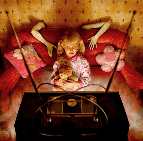 Nhân ngày Halloween, xem loạt ảnh kinh dị để thấy nỗi sợ vô hình mà bất kỳ ai cũng có thể gặp phải và nỗi niềm trẻ thơ ít người thấu - Ảnh 4.