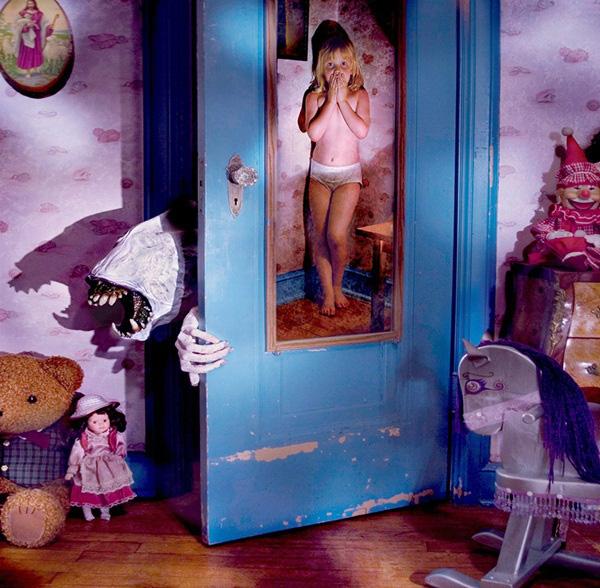 Nhân ngày Halloween, xem loạt ảnh kinh dị để thấy nỗi sợ vô hình mà bất kỳ ai cũng có thể gặp phải và nỗi niềm trẻ thơ ít người thấu - Ảnh 6.