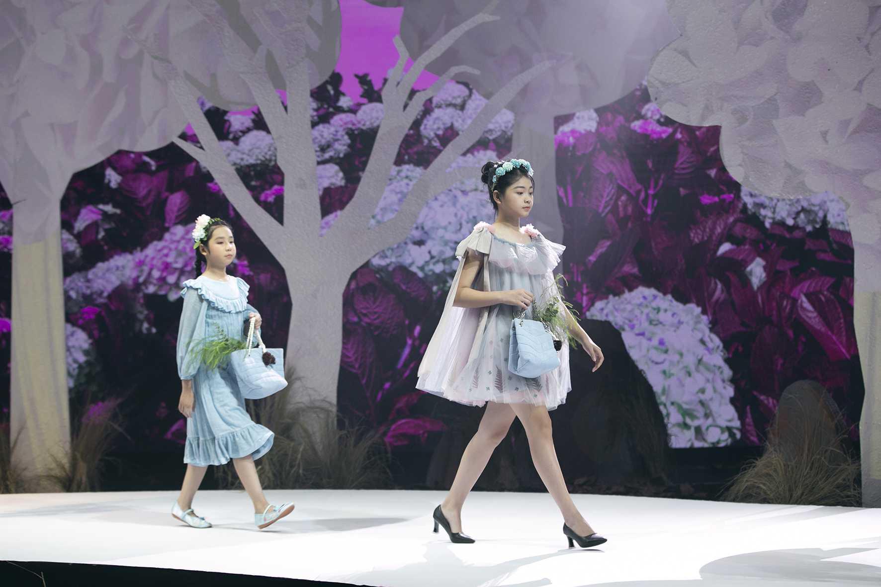 """HH Hương Giang tái xuất sàn catwalk với hình ảnh """"công chúa rừng xanh"""", kết màn cho Tuần lễ thời trang Trẻ em 2020 - Ảnh 5."""