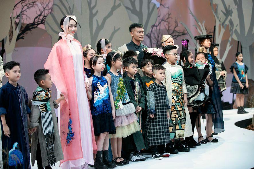 """HH Hương Giang tái xuất sàn catwalk với hình ảnh """"công chúa rừng xanh"""", kết màn cho Tuần lễ thời trang Trẻ em 2020 - Ảnh 3."""