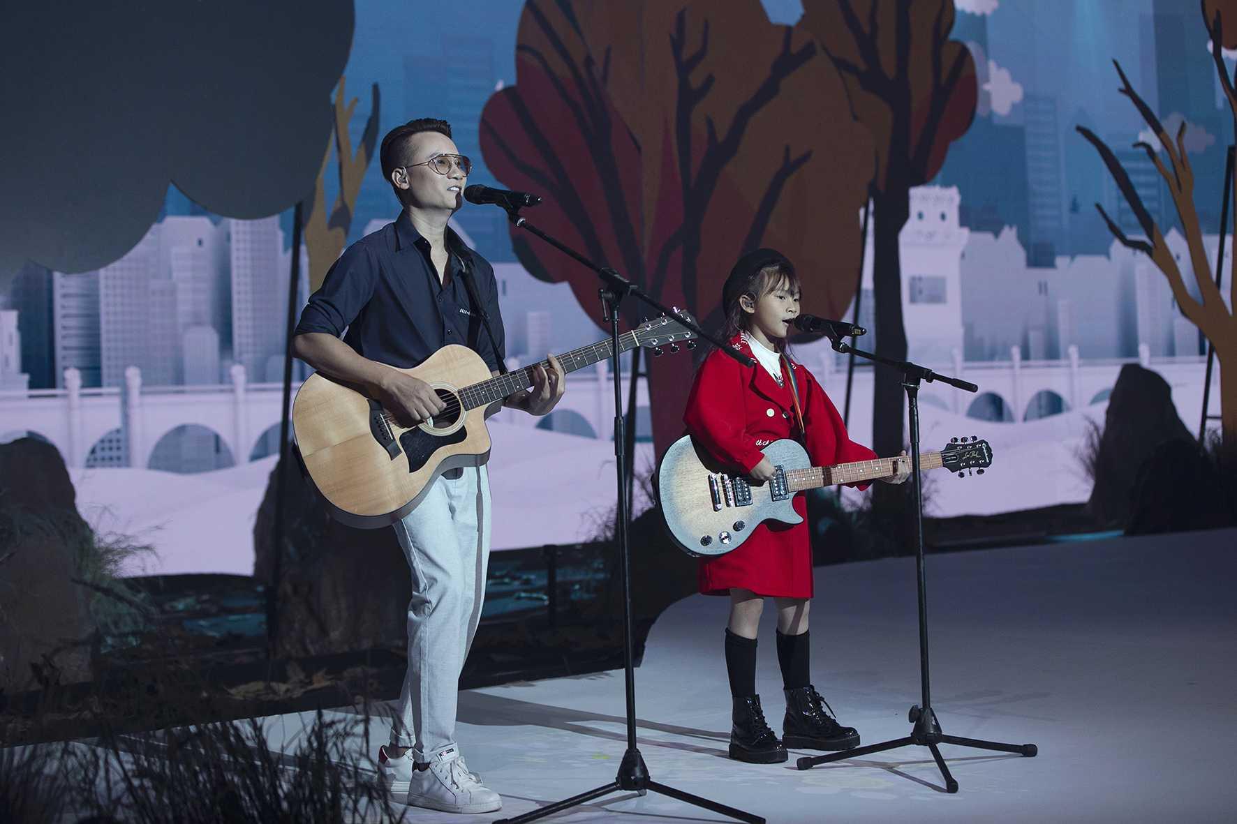 """HH Hương Giang tái xuất sàn catwalk với hình ảnh """"công chúa rừng xanh"""", kết màn cho Tuần lễ thời trang Trẻ em 2020 - Ảnh 14."""