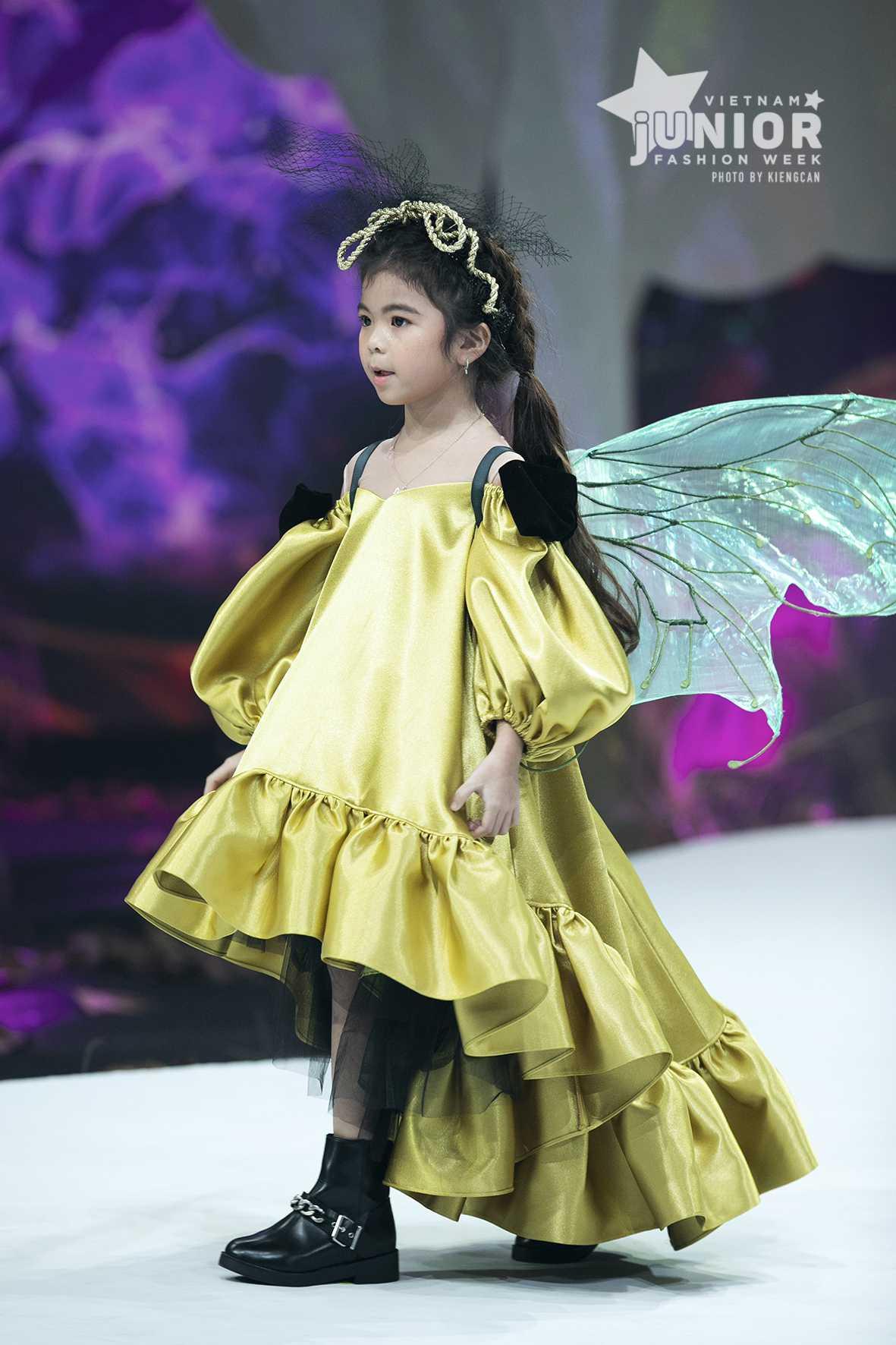 """HH Hương Giang tái xuất sàn catwalk với hình ảnh """"công chúa rừng xanh"""", kết màn cho Tuần lễ thời trang Trẻ em 2020 - Ảnh 16."""