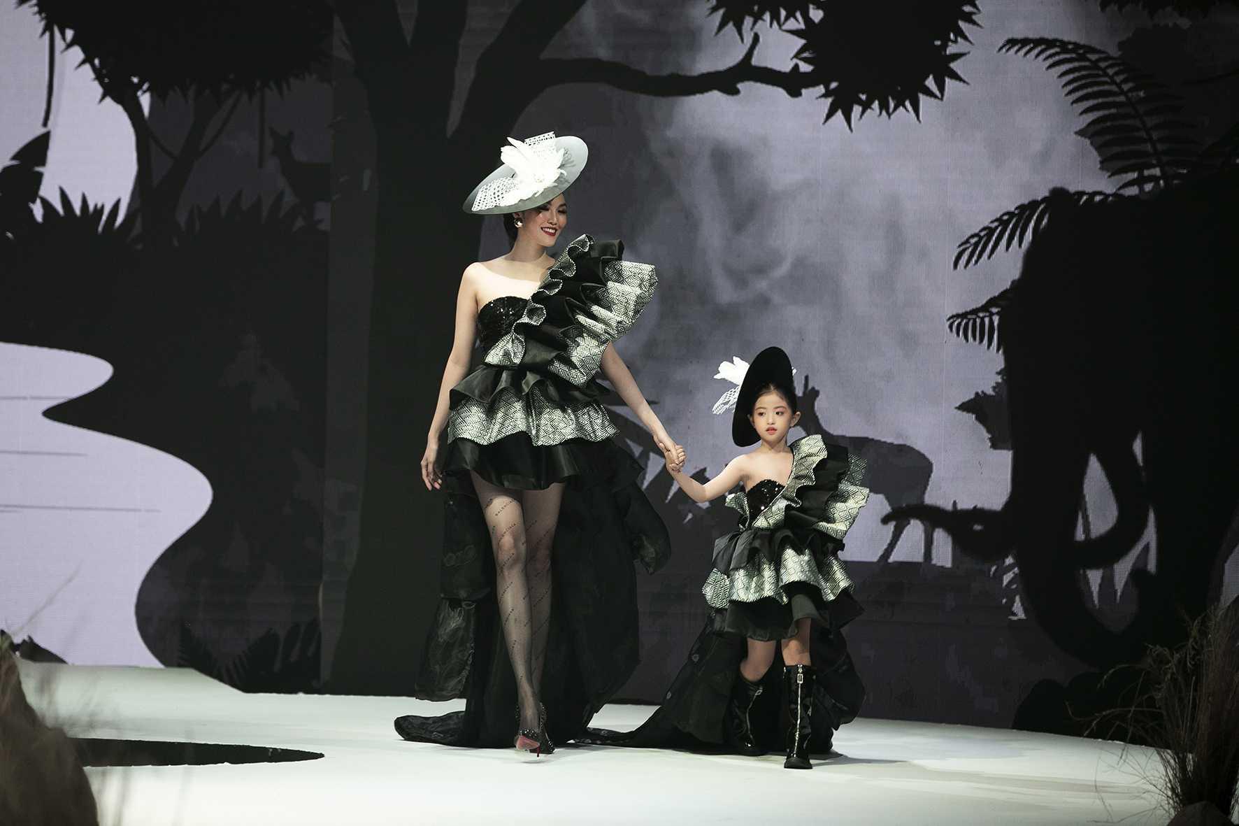 """HH Hương Giang tái xuất sàn catwalk với hình ảnh """"công chúa rừng xanh"""", kết màn cho Tuần lễ thời trang Trẻ em 2020 - Ảnh 13."""