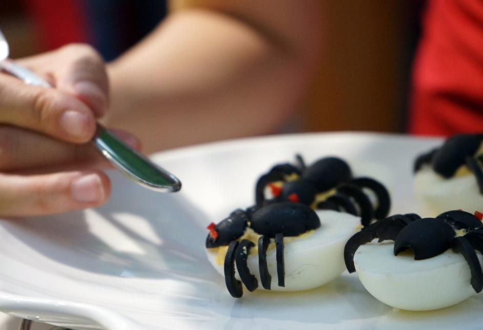 Hào hứng làm bánh mochi con ngươi, trứng nhện chào Halloween - Ảnh 6.
