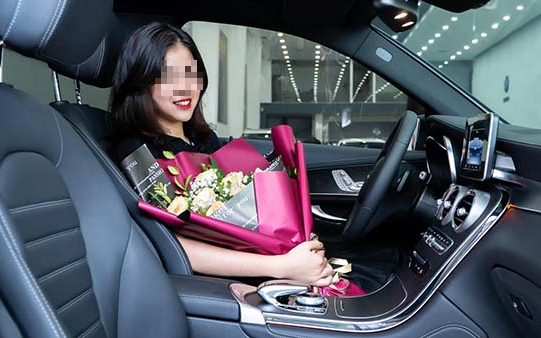 Xôn xao tin nữ sinh 19 tuổi đã tậu xe sang 2 tỷ đồng khiến dân mạng rầm rầm truy tìm danh tính