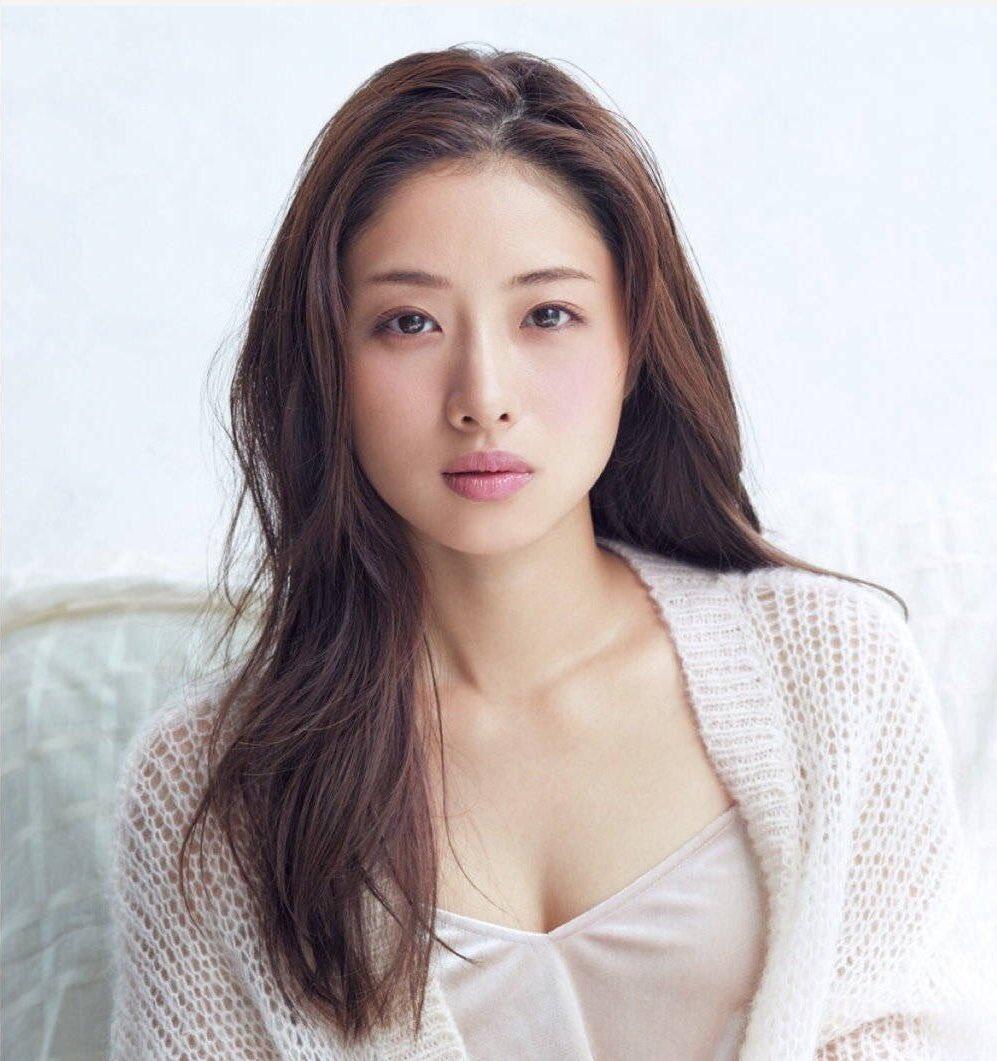 """Nàng """"Kim Tae Hee nước Nhật"""": Mỹ nhân 33 tuổi trẻ như gái 18 với bí quyết dưỡng nhan chỉ nhờ loại thần dược có sẵn tại căn bếp mỗi nhà - Ảnh 2."""