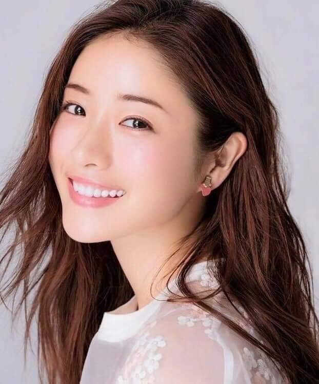 """Nàng """"Kim Tae Hee nước Nhật"""": Mỹ nhân 33 tuổi trẻ như gái 18 với bí quyết dưỡng nhan chỉ nhờ loại thần dược có sẵn tại căn bếp mỗi nhà - Ảnh 5."""