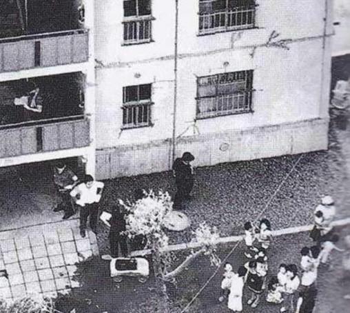 Giết 3 mẹ con hàng xóm chỉ vì tiếng piano quá ồn, hung thủ bị kết án tử hình nhưng lại được nhiều người xin tha với lý do bất ngờ - Ảnh 3.