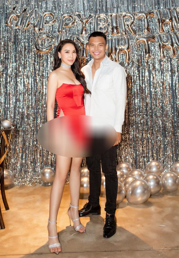 """""""Nhăm nhe"""" soát ngôi hở bạo của Ngọc Trinh, Quỳnh Thư diện luôn chiếc váy hiểm hóc nhất trong lịch sử Vbiz: Có khi còn ngang ngửa bộ đầm ở Cannes năm nào! - Ảnh 4."""