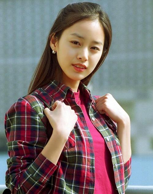 """""""Con ghẻ quốc dân"""" Song Hye Kyo bất ngờ được dân Hàn khen nức nở, nguyên nhân lại trùng hợp với việc Kim Tae Hee, Son Ye Jin bị chê bai  - Ảnh 3."""