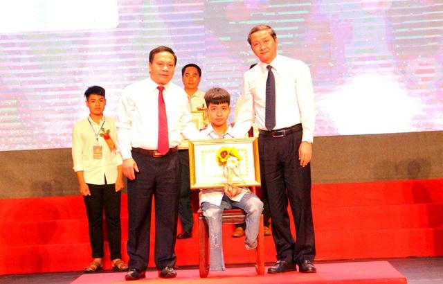 """Nam sinh """"10 năm cõng bạn đi học"""" ở Thanh Hóa không đậu Đại học Y Hà Nội, nhiều người mong muốn nhà trường sẽ đặc cách giúp em đạt được ước mơ - Ảnh 3."""