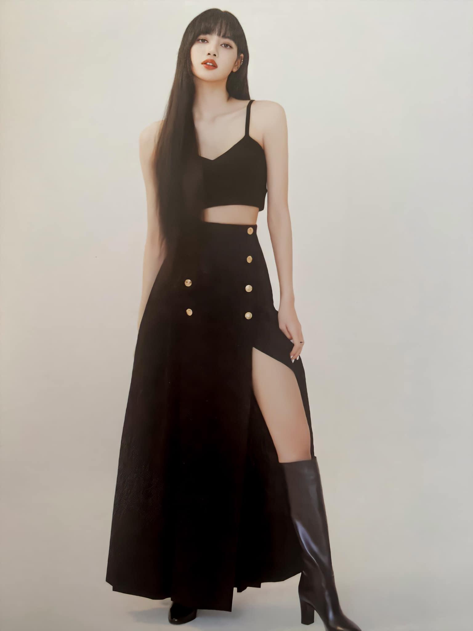 Đẳng cấp đại sứ toàn cầu của Lisa: Diện váy Celine kín bưng mà vẫn tạo dáng tài tình nên sexy hơn hẳn người mẫu hãng - Ảnh 3.