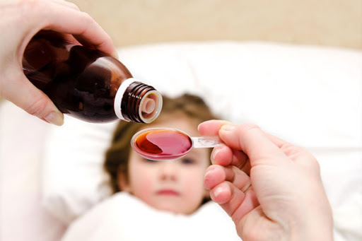 5 điều quan trọng cha mẹ cần hỏi khi bác sĩ kê kháng sinh cho con - Ảnh 1.