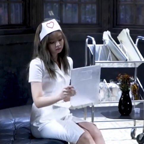 """YG lên tiếng trước cáo buộc tình dục hóa trong trang phục y tá của Jennie, phản ứng của """"chính chủ"""" gây bất ngờ - Ảnh 3."""