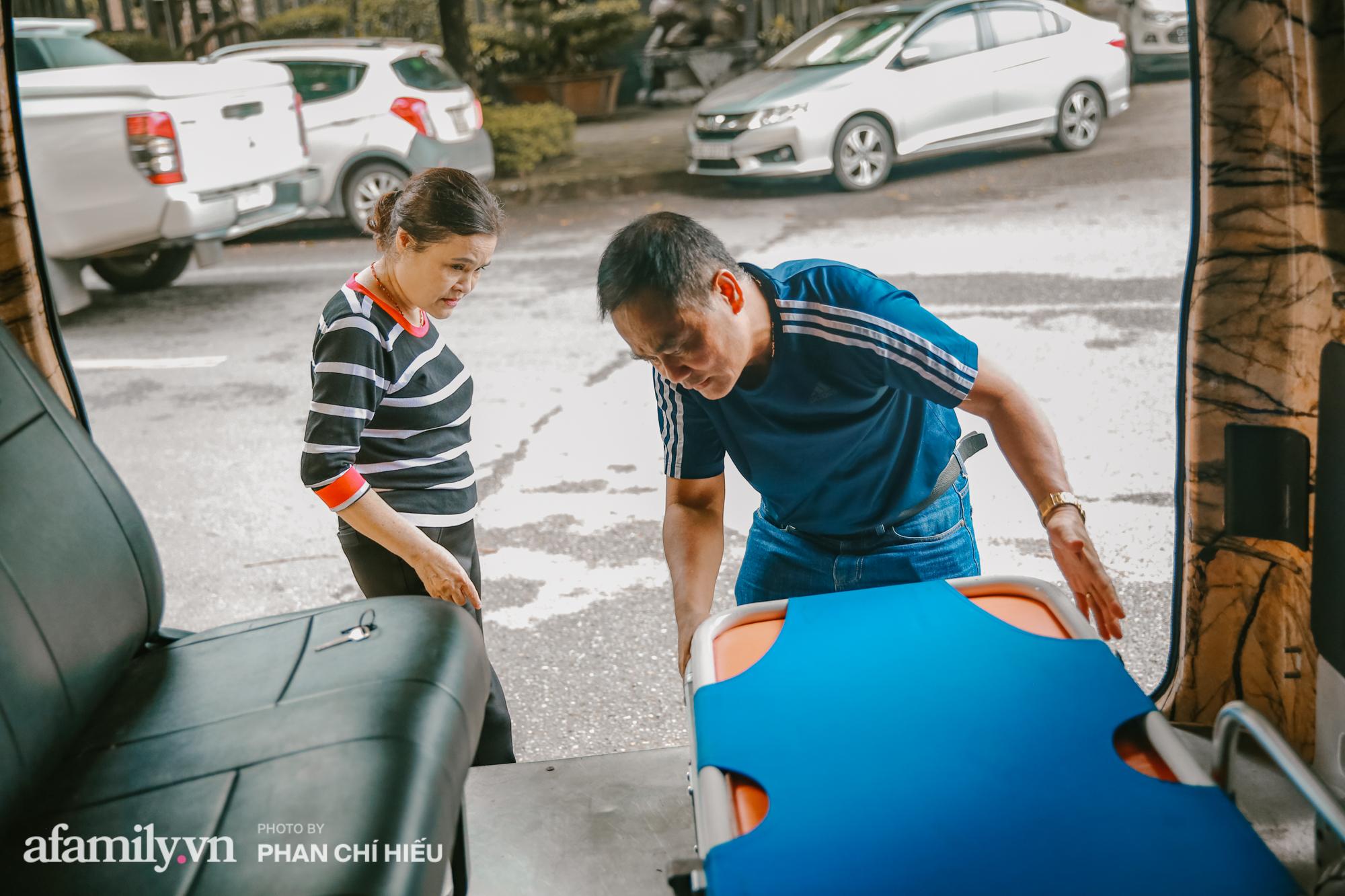 """Lạ! Trên đời có người phụ nữ bán đất mua xe cứu thương giúp người nghèo vượt qua """"bậc thềm"""" sinh tử, cùng chuyến đi định mệnh đưa xác bệnh nhi vượt 300km trở về với gia đình gần biên giới Việt - Lào - Ảnh 9."""