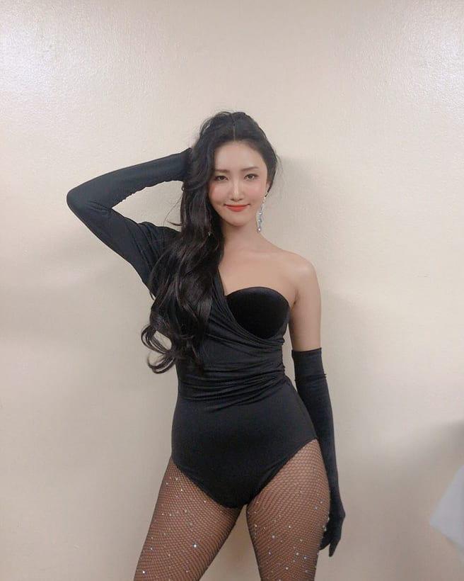 Thái cực đối lập của 5 nữ idol mặc bạo nhất Kbiz: Đi diễn sexy khét lẹt, về nhà hiện nguyên hình cô gái nhà bên - Ảnh 1.