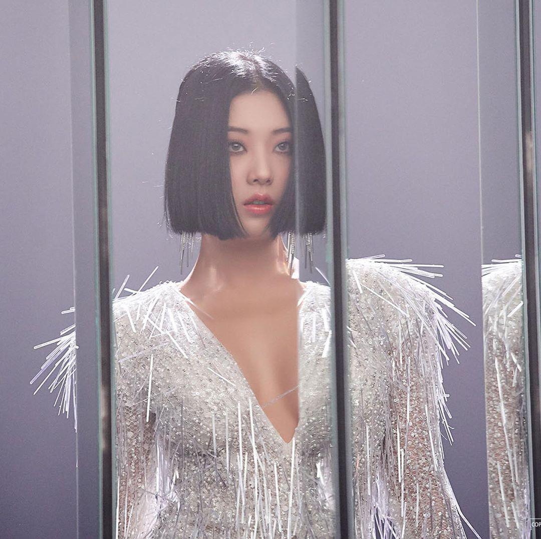 Thái cực đối lập của 5 nữ idol mặc bạo nhất Kbiz: Đi diễn sexy khét lẹt, về nhà hiện nguyên hình cô gái nhà bên - Ảnh 7.