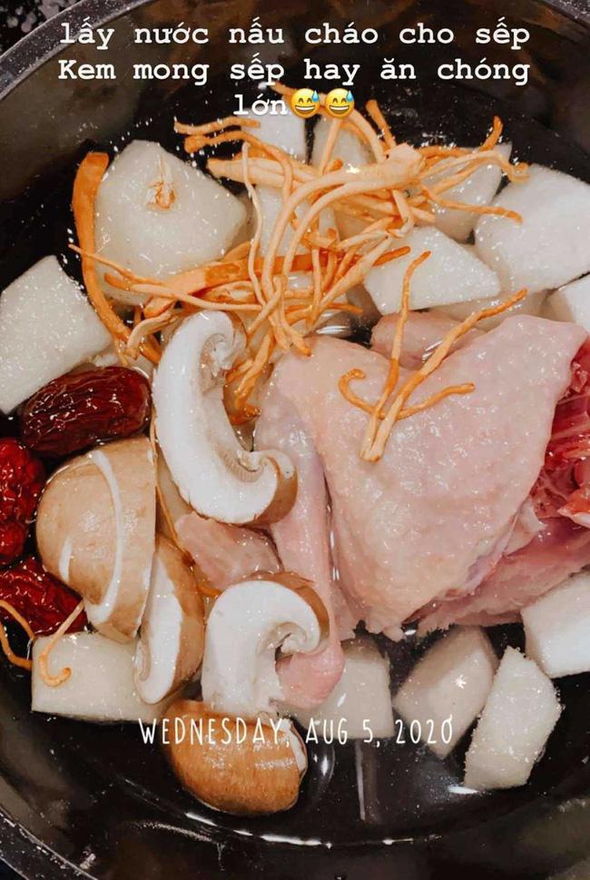 """Sao Việt nuôi con cực """"tốn"""": Nhà nấu cháo từ """"vàng mềm"""" Tây Tạng, nhà ăn thịt bò được nghe nhạc giao hưởng - Ảnh 4."""