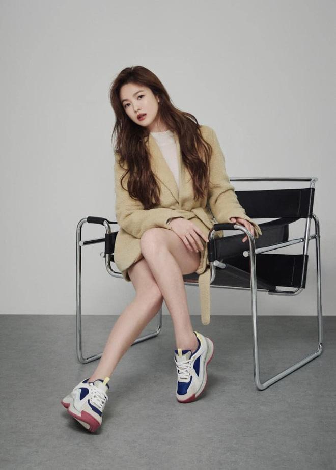 """Mix & Phối - Sau bao lần bị chê mặc sến, Song Hye Kyo giờ """"lên đời"""" diện đồ sang xịn hơn người mẫu - chanvaydep.net 4"""