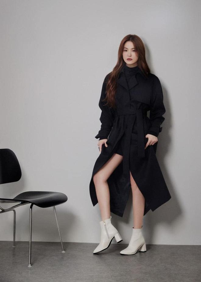 """Mix & Phối - Sau bao lần bị chê mặc sến, Song Hye Kyo giờ """"lên đời"""" diện đồ sang xịn hơn người mẫu - chanvaydep.net 6"""