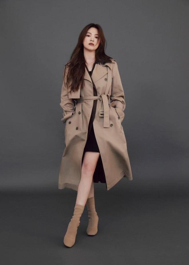 """Mix & Phối - Sau bao lần bị chê mặc sến, Song Hye Kyo giờ """"lên đời"""" diện đồ sang xịn hơn người mẫu - chanvaydep.net 5"""