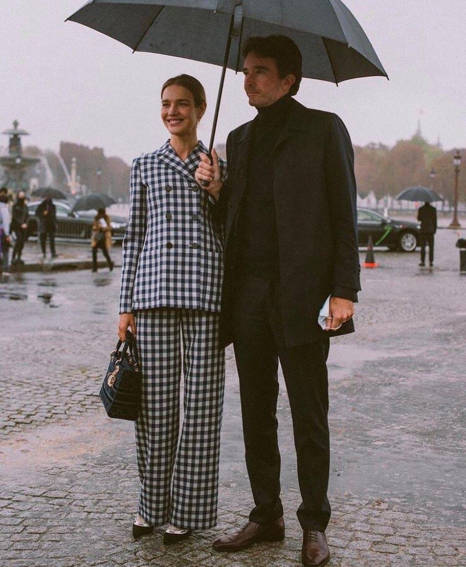 Vợ chồng Thái tử Louis Vuitton chiếm sóng trong show thời trang, sao Việt có vé mời nhưng phải ngậm ngùi xem show qua live stream  - Ảnh 3.