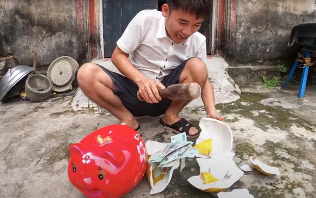 Hưng Vlog nhận án phạt nghiêm khắc 10 triệu đồng từ cơ quan chức năng sau clip dạy cách trộm tiền heo đất - Ảnh 1.