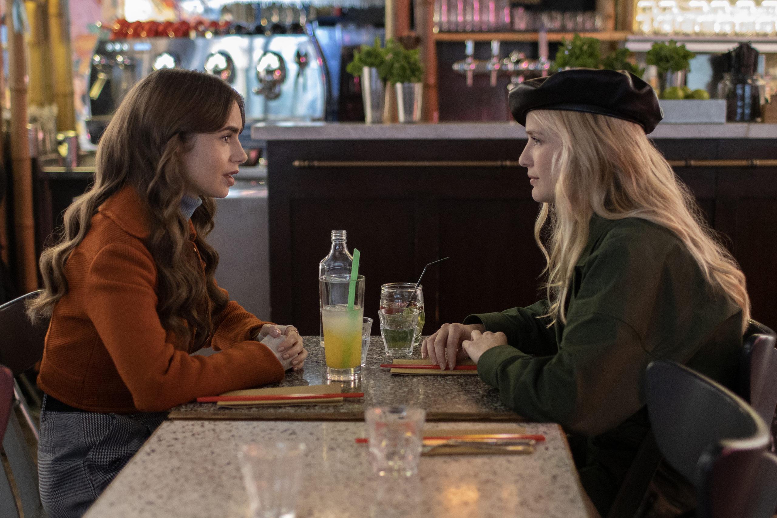 """Đừng chỉ khen nữ chính, nàng nữ phụ của """"Emily in Paris"""" mới là quý cô chuẩn phong cách Pháp thanh lịch từ trong phim lẫn ngoài đời - Ảnh 8."""