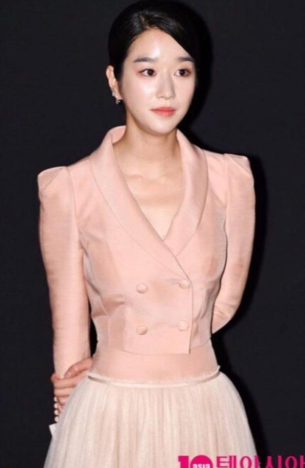 Eo nhỏ, dáng thon nhưng Go Ara vẫn lép vế trước nữ hoàng sang chảnh Seo Ye Ji - Ảnh 4.