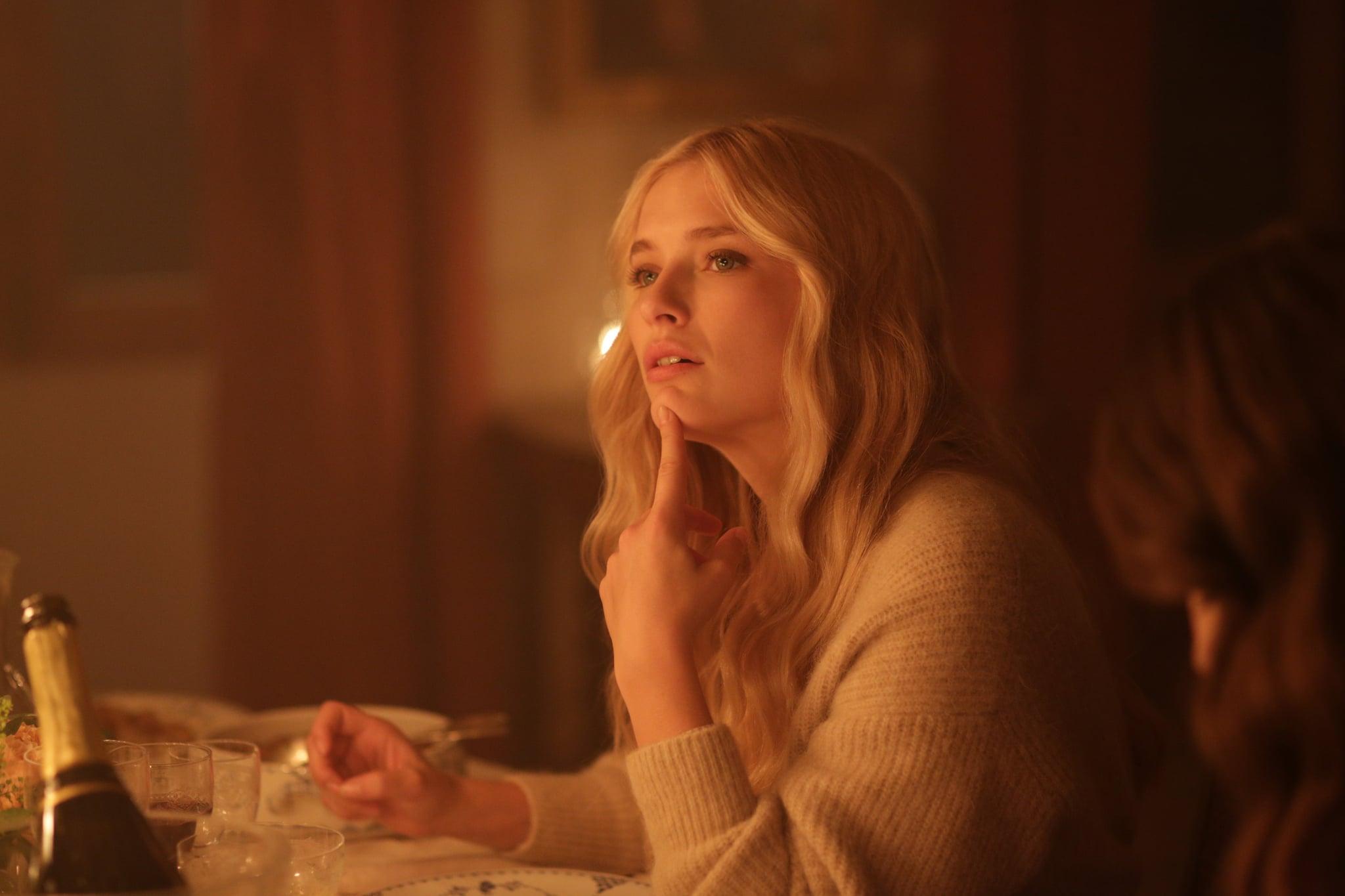 """Đừng chỉ khen nữ chính, nàng nữ phụ của """"Emily in Paris"""" mới là quý cô chuẩn phong cách Pháp thanh lịch từ trong phim lẫn ngoài đời - Ảnh 2."""