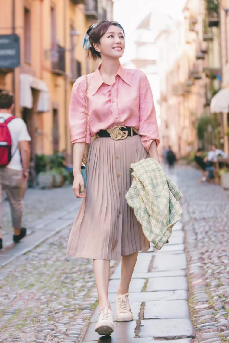 Chân váy xếp ly chính là bảo bối mặc đẹp cho nàng công sở, đã dễ diện còn không bao giờ lỗi mốt - Ảnh 7.