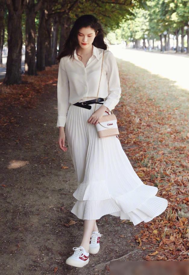 Chân váy xếp ly chính là bảo bối mặc đẹp cho nàng công sở, đã dễ diện còn không bao giờ lỗi mốt - Ảnh 6.