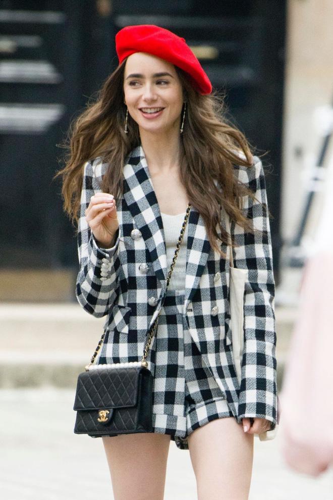 """Mix & Phối - Emily Ở Paris: Phong cách gái Mỹ trên đất Pháp nhận mưa lời khen, người khó tính thì kêu """"nửa nạc nửa mỡ"""" nhưng liệu có thoả đáng? - chanvaydep.net 6"""