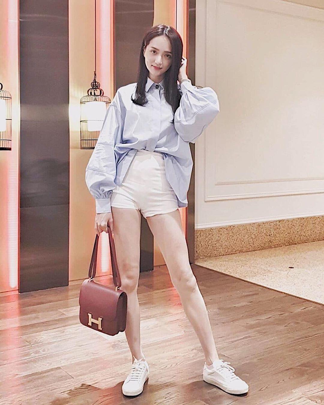Nhìn Hương Giang, chị em biết đôi sneaker trắng vi điệu đến thế nào - Ảnh 6.
