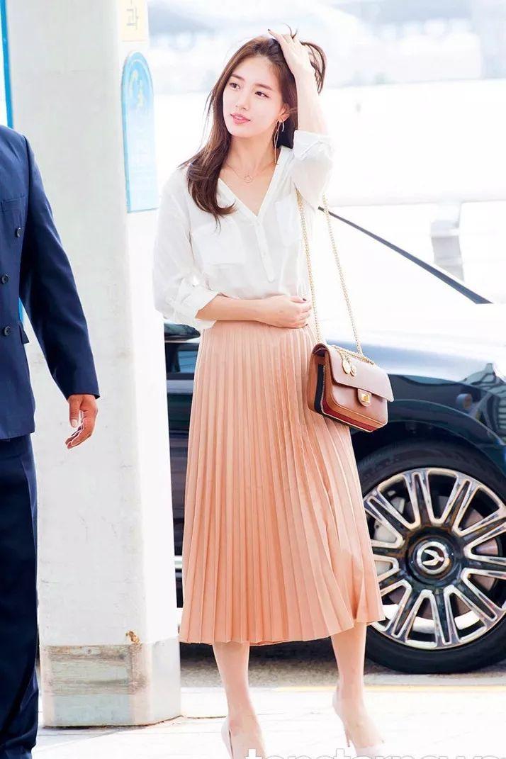 Chân váy xếp ly chính là bảo bối mặc đẹp cho nàng công sở, đã dễ diện còn không bao giờ lỗi mốt - Ảnh 3.